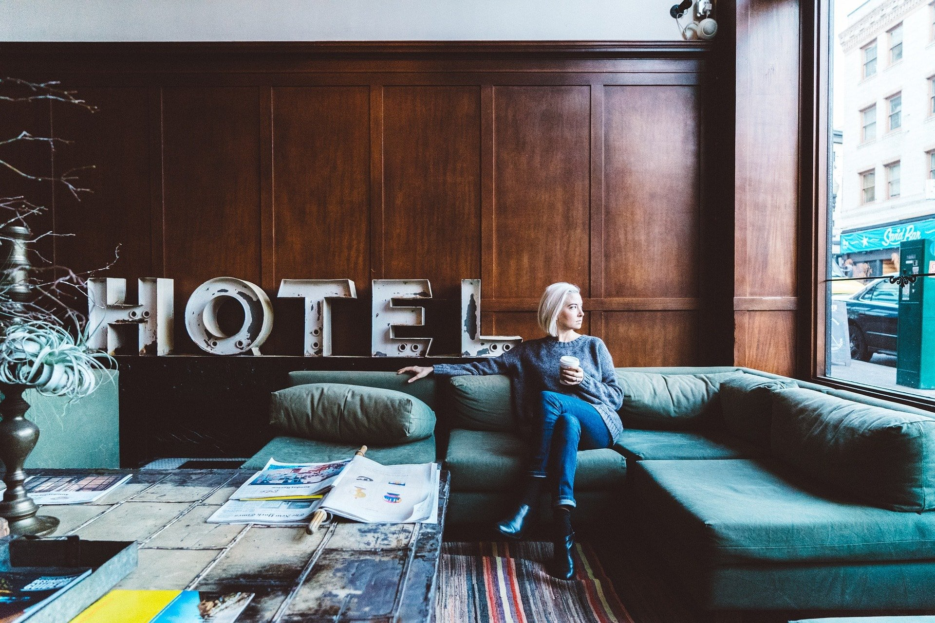 Chaise longue moderno y elegante hotel - MakroMueble